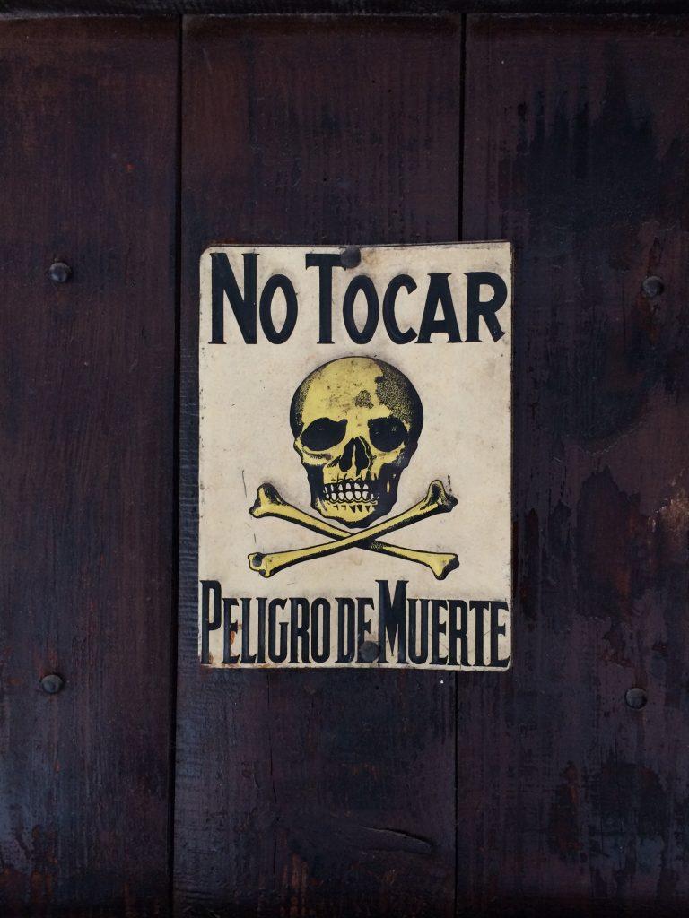 Ne pas frapper, sous peine de mort